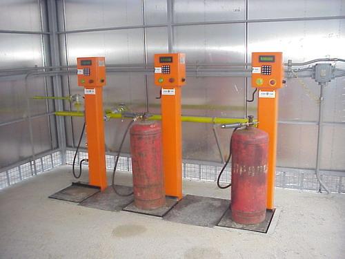 Устройство для заправки газовых баллонов