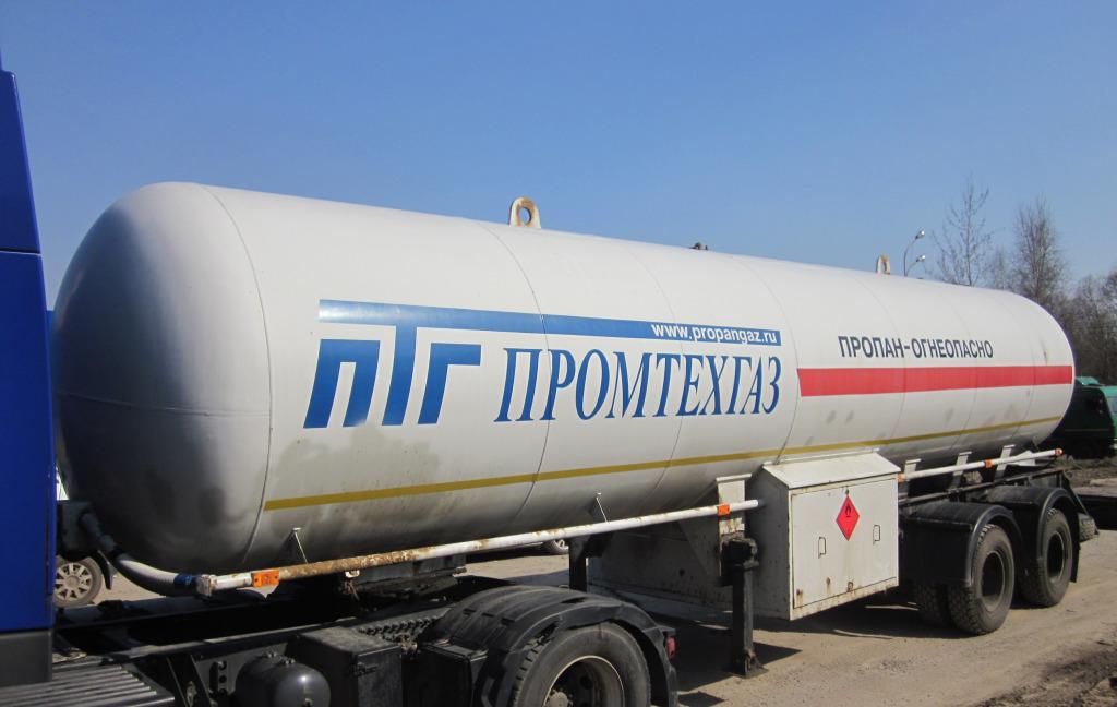 Заправка газгольдера газом при помощи специального транспорта