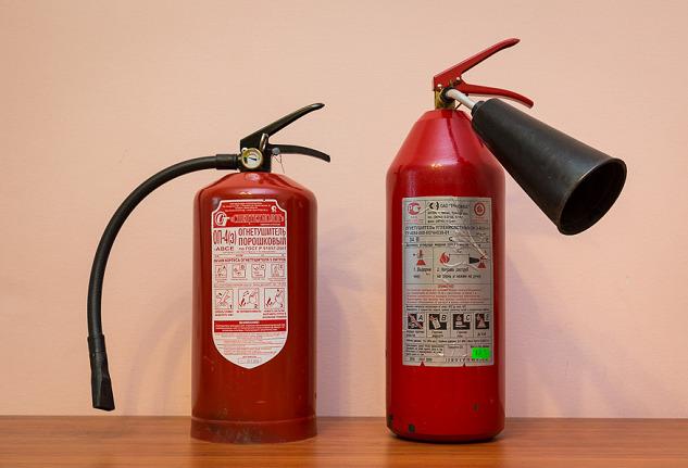 Сравнение порошкового и углекислотного огнетушителей