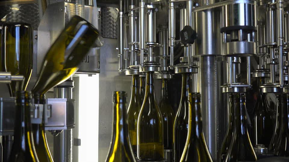 розлив вина и применение газов