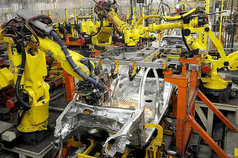 сварочные роботы на автомобильном производстве