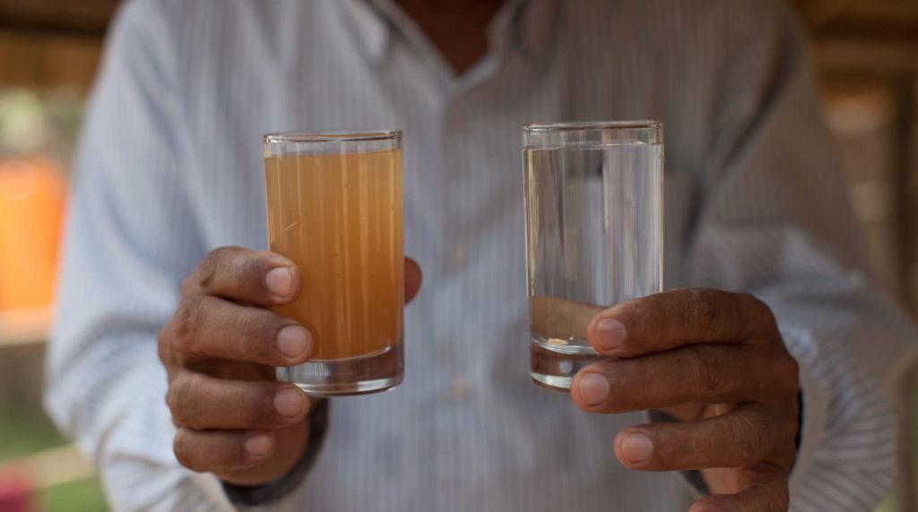 вода до и после очистки фильтром и газами