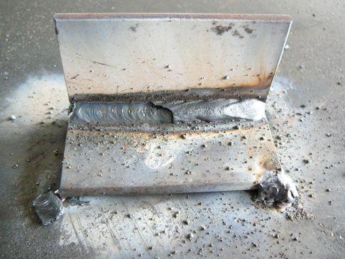 деталь на которой разбрызгался металл при сварке